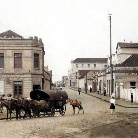 INÍCIO DA RUA CORONEL CLAUDIO - APROX. 1920 - AUTOR E ACERCO DESCONHECIDOS - COLORIZADA POR JOÃO EDILSON LOPES
