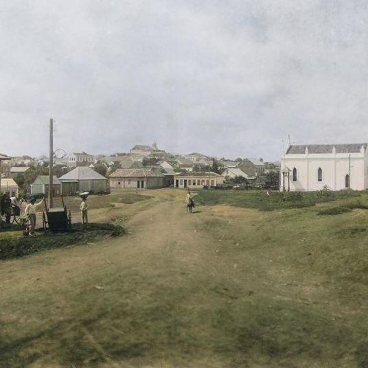 LARGO SÃO JOÃO, ATUAL PRAÇA BARÃO DE GUARAÚNA - APROX. 1906 - FOTOGRAFIA DE FREDERICO LANGE - ACERVO PAULO JOSÉ DA COSTA - COLORIZADA POR JOÃO EDILSON LOPES