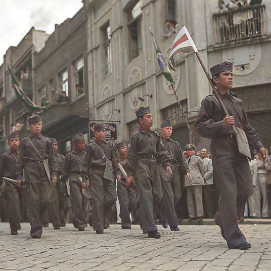 VISITA DE GETÚLIO VARGAS À PONTA GROSSA EM 27.01.1944 - ACERVO ARQUIVO NACIONAL - COLOIZADA POR JOÃO EDILSON LOPES