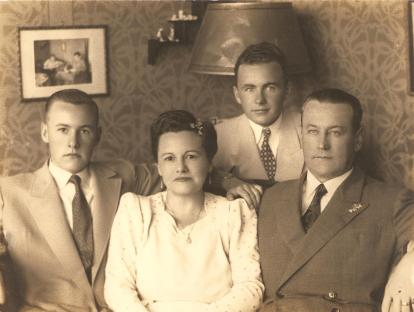 Alberto Thielen, Hilda Thielen, Alberto Henrique Thielen e Francisco Rodolfo Thielen. Natal de 1945.