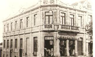 Casa Estrela. Vicente Machado esq. com a rua Santos Dumont. Anterior a Casa dos Relógios.