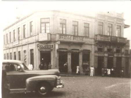 Residencia e consultório Dr. Jopper ( à direita) Av. Vicente Machado coma rua Santo Dumont.
