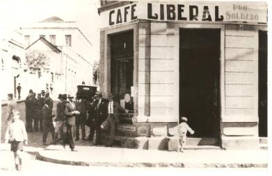 Café Liberal. Rua XV de novembro esq. com Rua Sant'Ana.