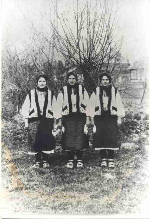 Dona Wasselena e duas primas da Ucrânia (apróx.1940)