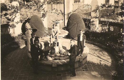 Entrada da residência da Família Thielen - Portão de ferro e o repuxo - 1939.