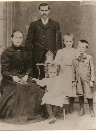 Família Becher - Ida Weneck, Jorge Becher e seus 3 primeiros filhos.