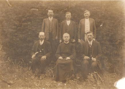 Igreja Sagrado Coração de Jesus Padre Roberto Bonk e membros da comunidade.