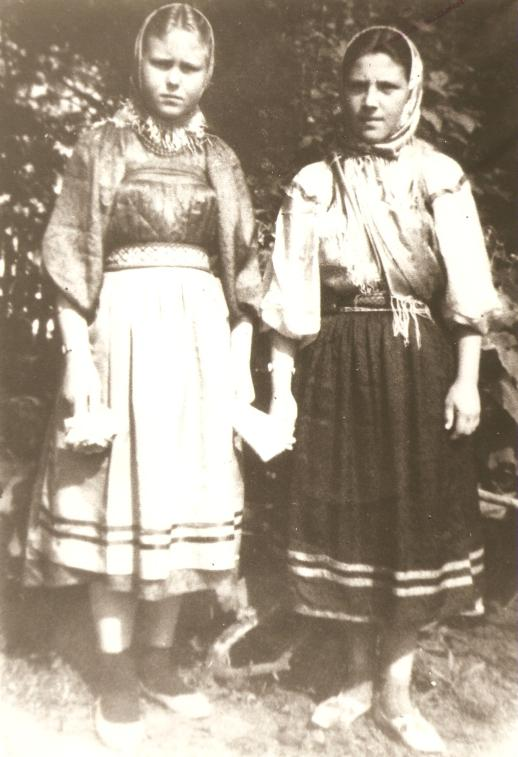 Joven Ekaterina com sua amiga Agafia. Colônia de Pau Furado, Teixeiras Soares.