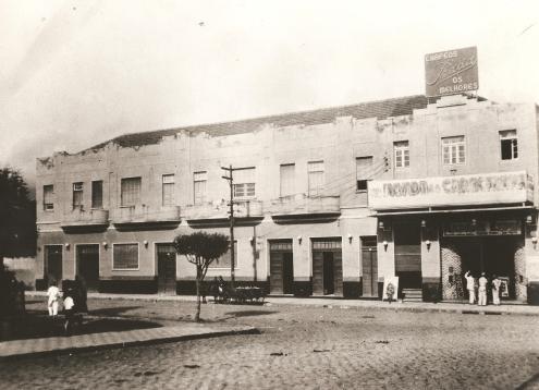 Praça Barão do Rio Branco - Lado Direito do Cine Império 1945.