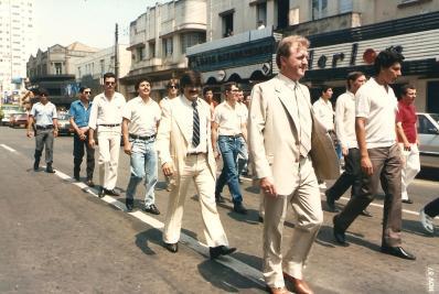 Desfile de membros da Banda na Avenida Vicente Machado. Novembro de 1987