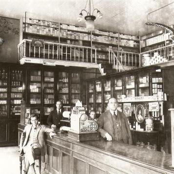 Pharmacia e Drogaria Central - década de 1920.
