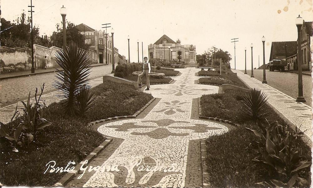 Praça Duque de Caxias, ao fundo Alfaiataria Lapzak.