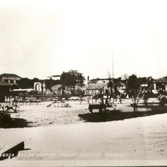 Praça Getúlio Vargas – Parque Infantil.