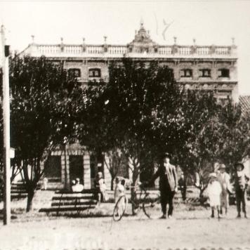 Praça Marechal Floriano Peixoto – Ao fundo Prédio da Proex, antigo prédio dos correios.